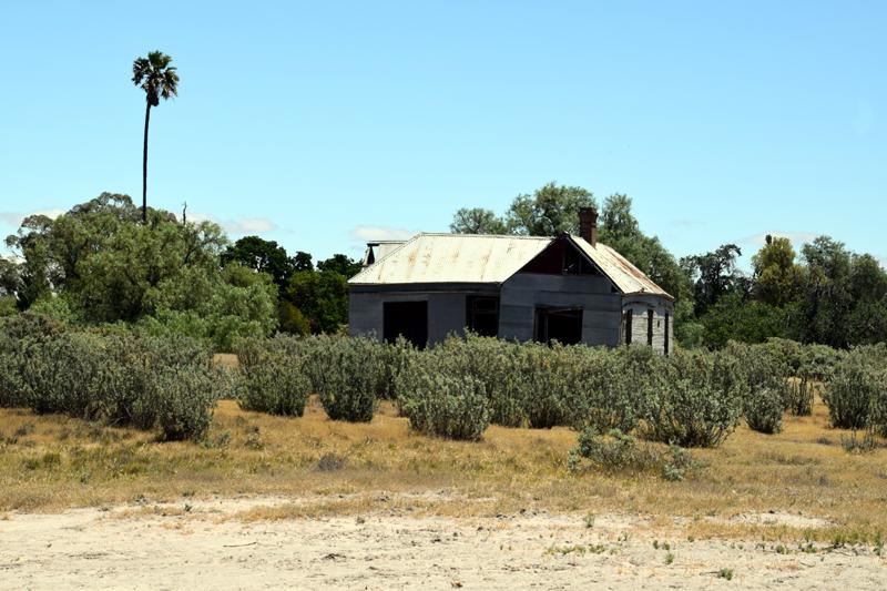 Old house oposite salt swamp Jeparit 3