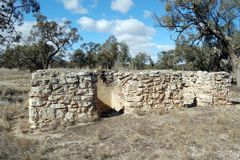 Pella limestone kiln 0131